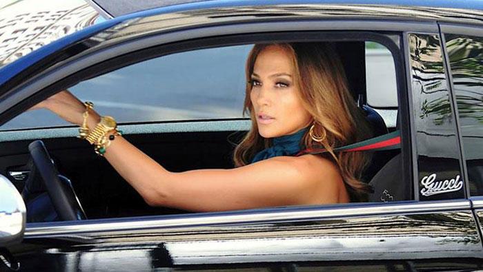 Jennifer lopez dans sa fiat 500c